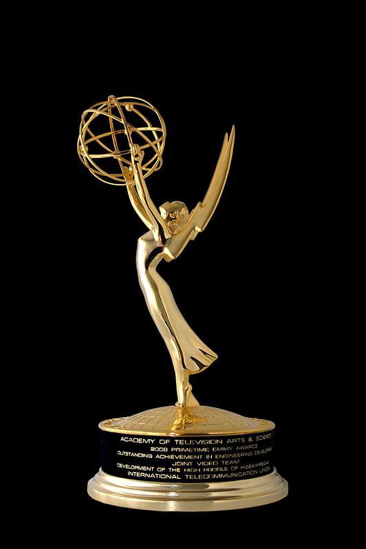 Quelle: ITU Pictures, Emmy Award mit persönlicher Gravur, CC BY-SA 2.0